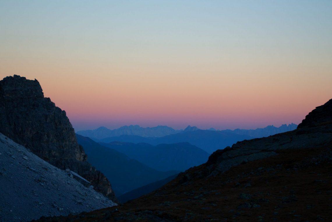 Sonnenuntergang in den Alpen bei der Mehrtages-Wanderung im südtiroler Pflerschtal